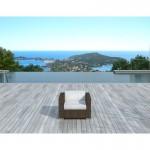 fauteuil-de-jardin-salou-en-resine-tressee-marron-coussins-blanc-ecru