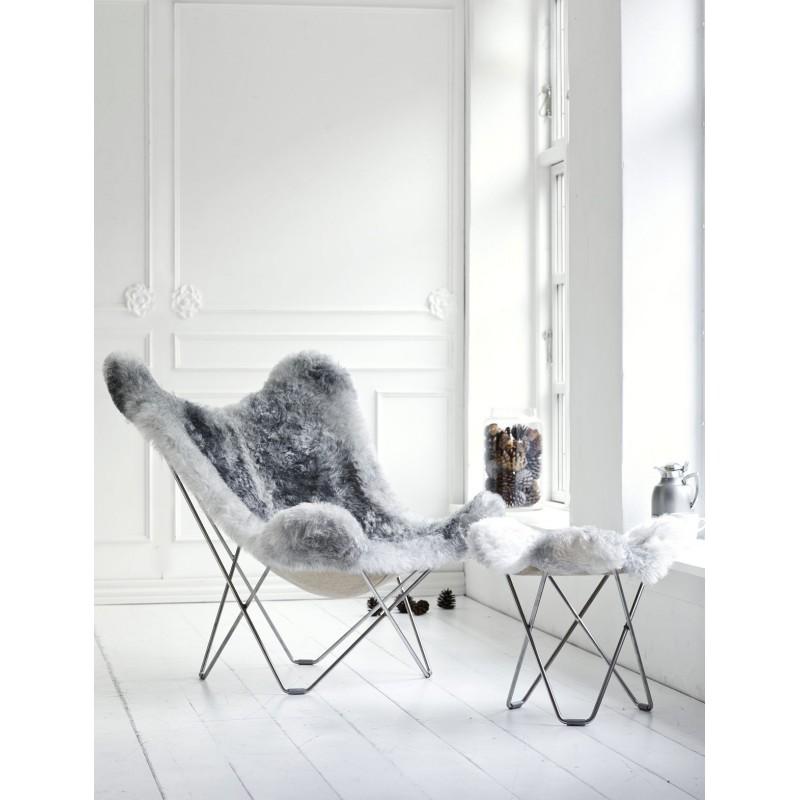 Repose pied en peau de mouton, poils courts FLYING GOOSE ICELAND pied chromé (blanc, gris)